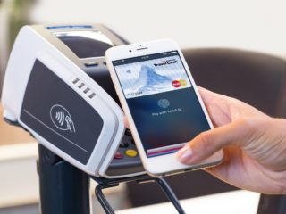 Работает ли Payoneer с Apple Pay в Украине?
