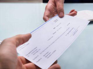 Как обналичить чек в США