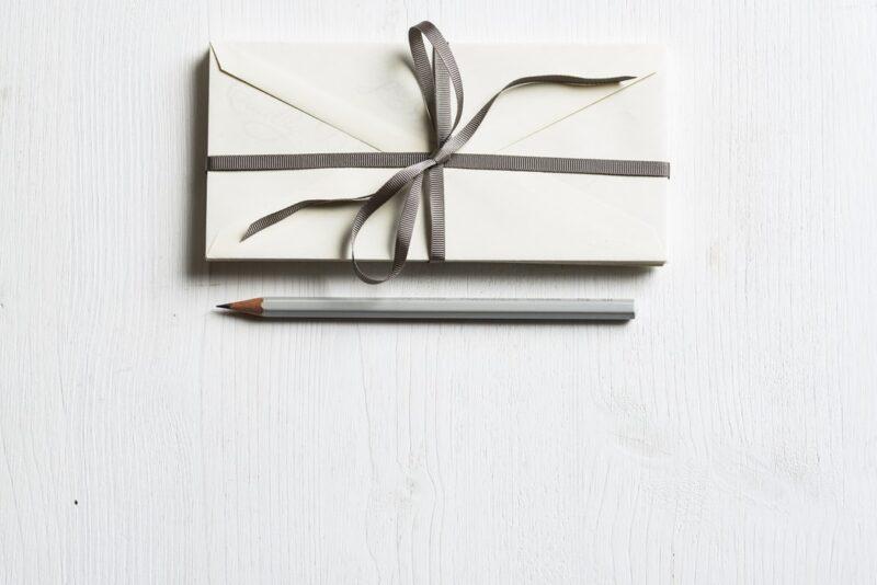 Подарок и карандаш