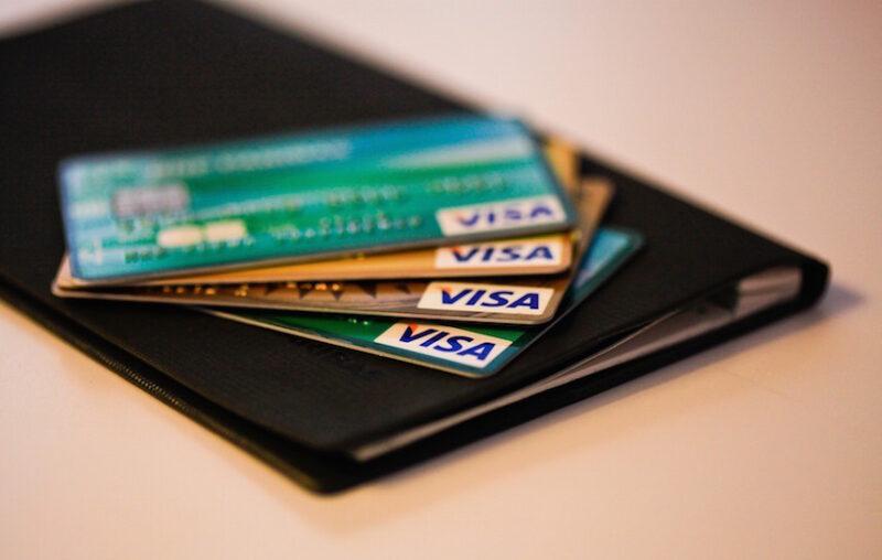много банковских карт